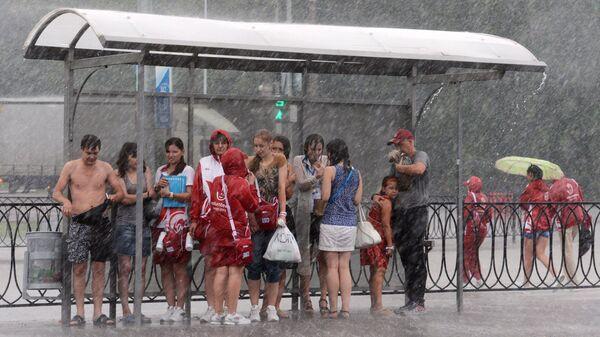 Остановка под дождем. Казань