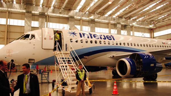 SSJ100 в ангаре компании Interjet