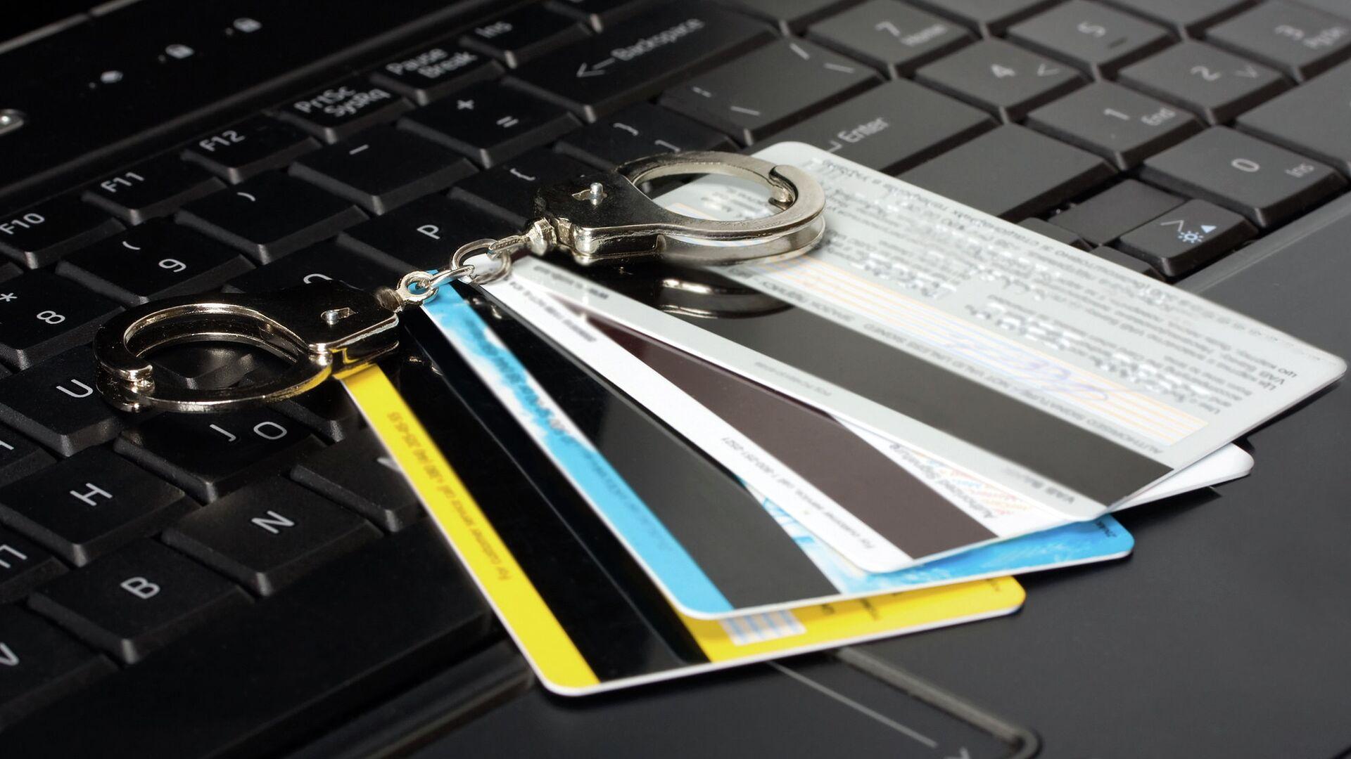 Эксперт назвал тех, у кого чаще всего крадут деньги с карт
