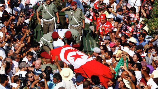 Убитого оппозиционера хоронят в Тунисе