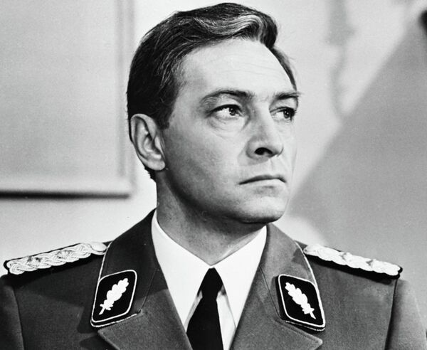 Актер Вячеслав Тихонов в роли Штирлица
