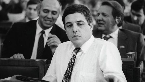 Архив. Корреспондент и ведущий программы Взгляд Александр Михайлович Любимов. Москва, 1991 год.
