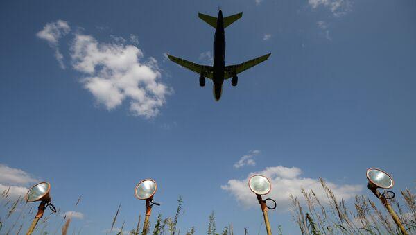 Самолет в полете. Архивное фото