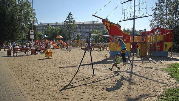 Детский парк с аттракционами в центре Томска, архивное фото
