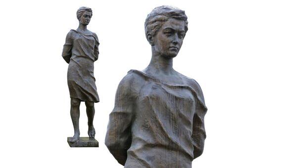 Памятник Зое Космодемьянской работы З.К. Церетели в Рузе