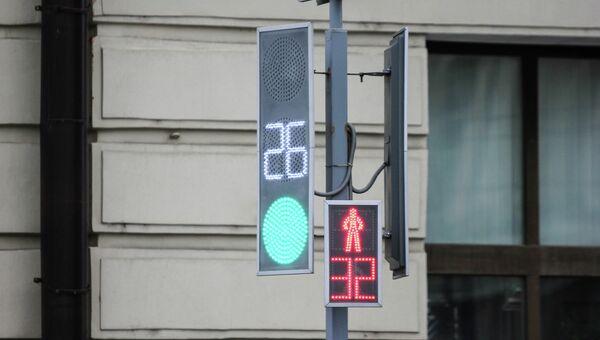 Светодиодный светофор, архивное фото