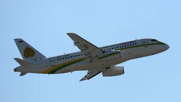 Самолет Sukhoi Superjet 100, архивное фото