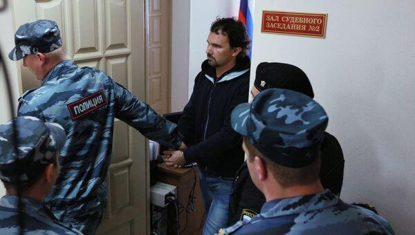 Фотограф Д.Лошагин задержан до 6 сентября