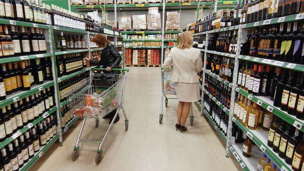 Продажа алкогольной продукции, архивное фото