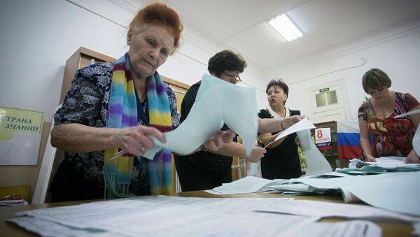 Подсчет голосов на выборах в Единый день голосования. Архивное фото