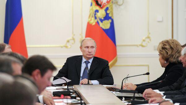 В.Путин провел заседание с членами Совбеза РФ, архивное фото