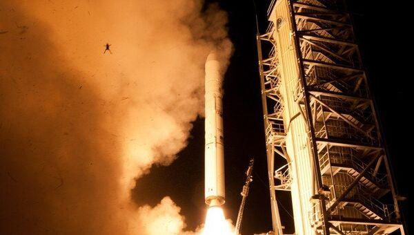 Снимок старта ракеты Минотавр-5 с лунным зондом LADEE, на котором видна маленькая лягушка