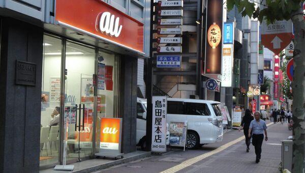 Отделение оператора сотовой связи au KDDI  в центре Токио через несколько часов после начала продаж новых iPhone