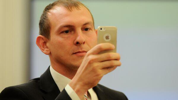 Депутат Артем Бадюков в горсовете Красноярска, архивное фото