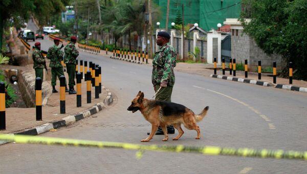 Военные у торгового центра в Найроби, фото с места события
