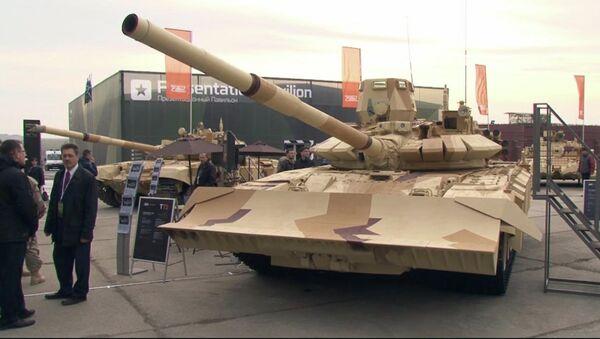 Городской танк Т-72, БТР Ракушка-М и 30-тонный Атом - новинки RAE-2013