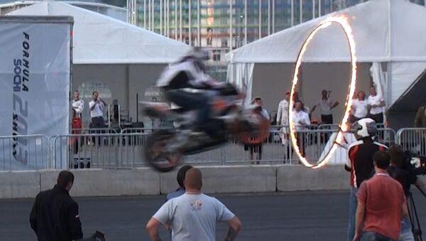 Байкеры прыгали через горящий обруч на шоу Формула Сочи-2013