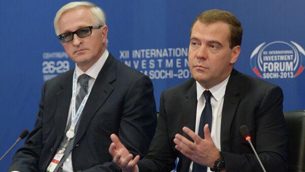 Председатель правительства РФ Дмитрий Медведев принимает участие в работе круглого стола в рамках XII Международного инвестиционного форума Сочи-2013.