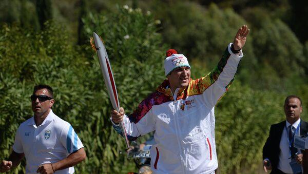 Первый российский факелоносец эстафеты огня XXII Олимпийских игр, Александр Овечкин.