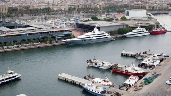 Вид на порт в Испании, архивное фото