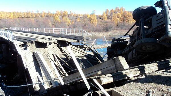 Обрушение моста в Закаменском районе Бурятии. Событийное фото.