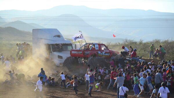 ЧП на автошоу в Мексике, фото с места событий