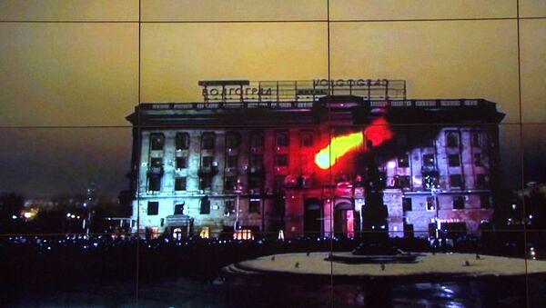 Гостей фестиваля видеомэппинга в Москве учили разрисовывать дома светом