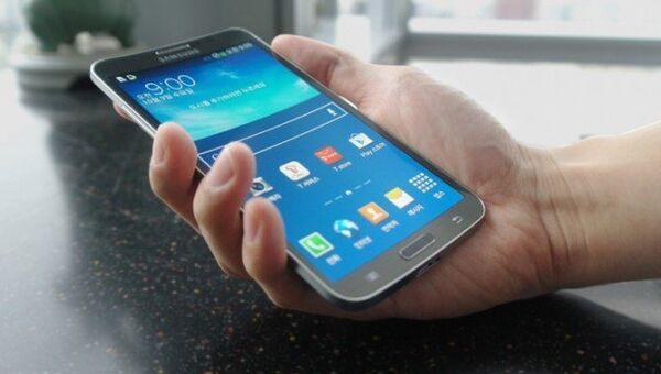 Samsung GALAXY ROUND. Архивное фото