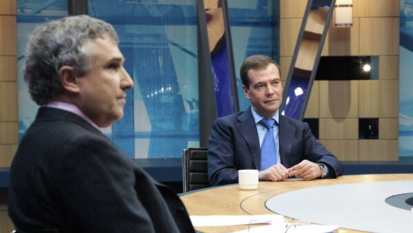 Президент РФ Дмитрий Медведев и генеральный директор телекомпании НТВ Владимир Кулистиков, архивное фото
