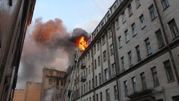 Пожар на Таврической улице в центре Петербурга. Фото с места событий