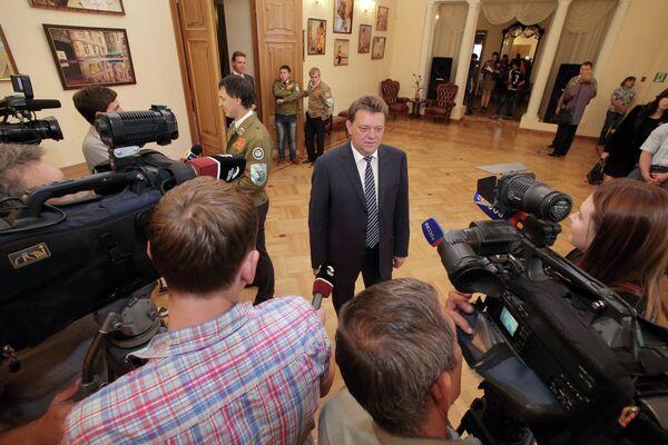 Иван Кляйн в Томском доме ученых во время праймериз