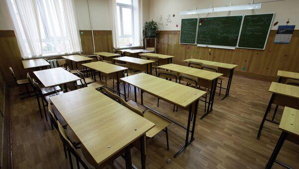 Пустой класс в школе. Архивное фото