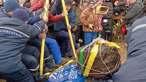 Весы сломались при взвешивании поднятого со дна озера Чебаркуль метеорита