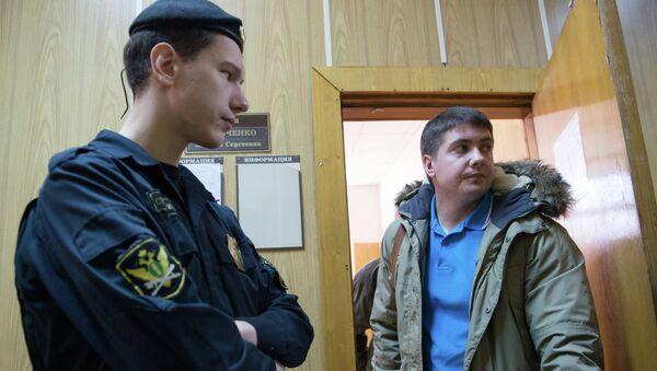 Бывший следователь Андрей Гривцов (справа), архивное фото