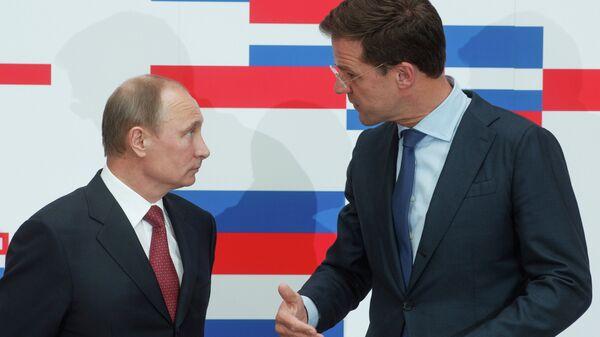 Президент России Владимир Путин (слева) и премьер-министр Королевства Нидерландов Марк Рютте. Архивное фото