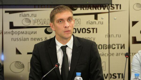 Гонщик Виталий Петров на пресс-конференции в РИА Новости 23 октября