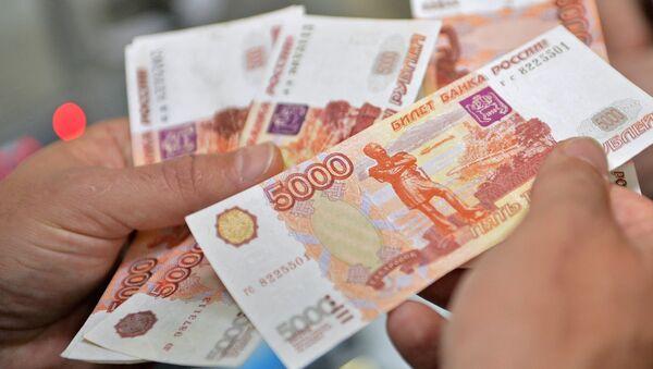 Деньги. Архивное фото.