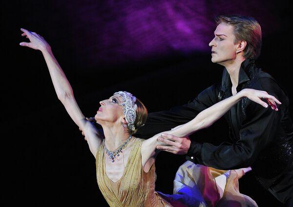 Балерина Илзе Лиепа в сцене из балета Клеопатра — Ида Рубинштейн
