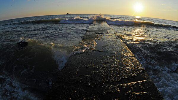 Черное море в Адлерском районе Сочи.