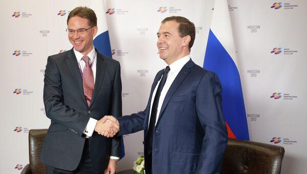 Дмитрий Медведев и Юрки Катайнен на Московском международном форуме Открытые инновации. Фото с места события