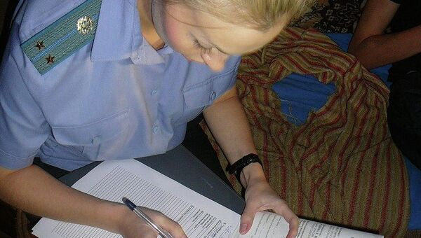 Работа приставов: составление акта описи и ареста имущества. Фото из архива