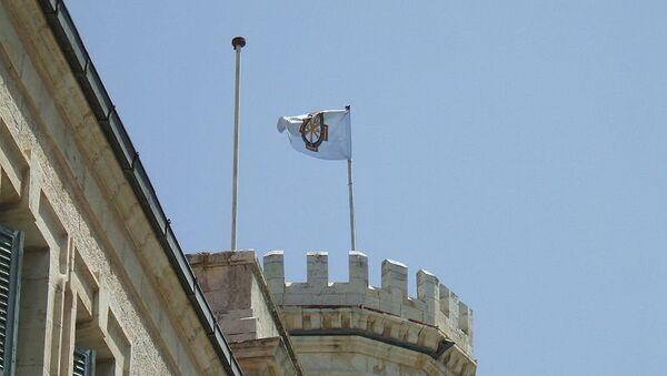 Флаг Императорского православного палестинского общества на башне Сергиевского подворья. Архивное фото