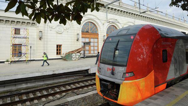 Электропоезд Ласточка на железнодорожном вокзале в Сочи. Архивное фото