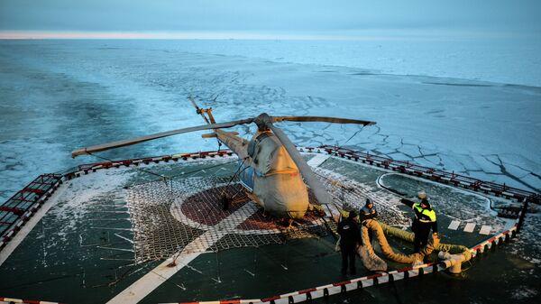 Вертолетная площадка на палубе атомного ледокола 50 лет Победы. Архивное фото