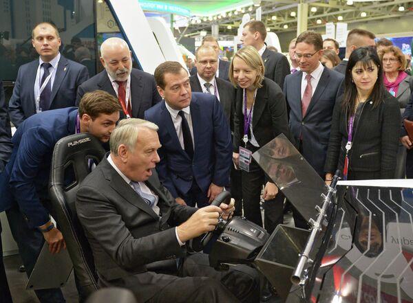 Премьер-министр Франции Жан-Марк Эйро, председатель правительства России Дмитрий Медведев и премьер-министр Финляндии Юрки Катайнен
