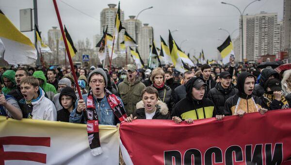Участники националистического марша. Архивное фото
