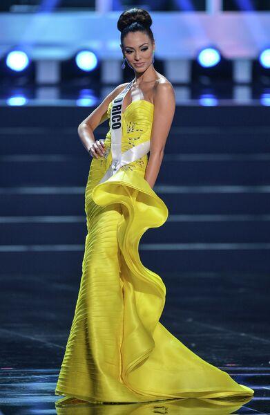 Участница конкурса Мисс Вселенная-2013 из Пуэрто Рико Моник Мари Перес во время полуфинала