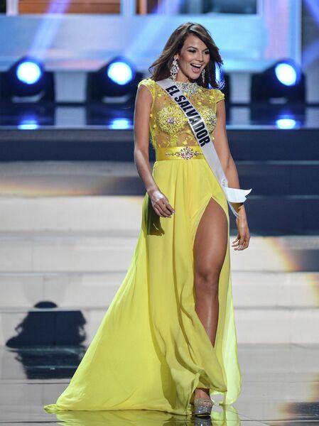 Участница конкурса Мисс Вселенная-2013 из Сальвадора Альба Марисела во время полуфинала