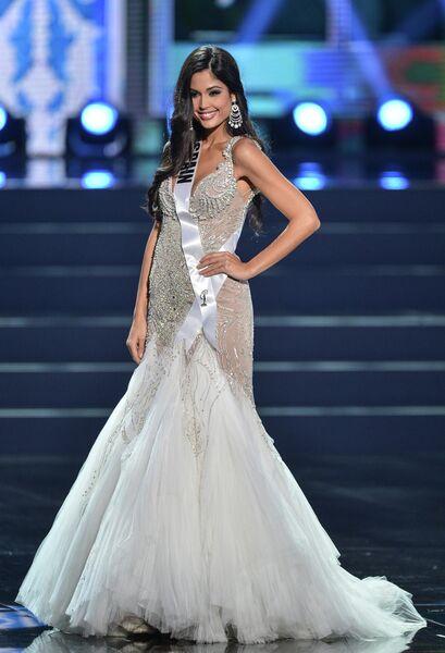 Участница конкурса Мисс Вселенная-2013 из Испании Патрисия Родригес во время полуфинала