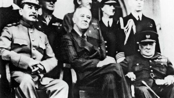Иосиф Сталин, Франклин Рузвельт и Уинстон Черчилль в Тегеране. Архивное фото